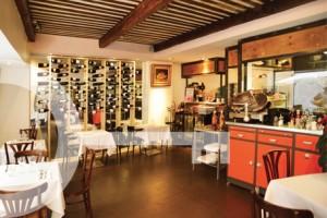 Restaurant A Table Cassis