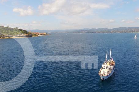 Yacht AirBnB Saint Tropez Golden Princess