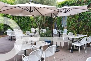 Restaurant La Pointe Rouge Marseille Le Pti Jardin